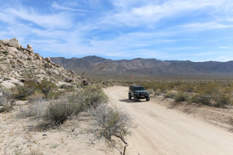 Joshua Tree: Geology Trail heading north